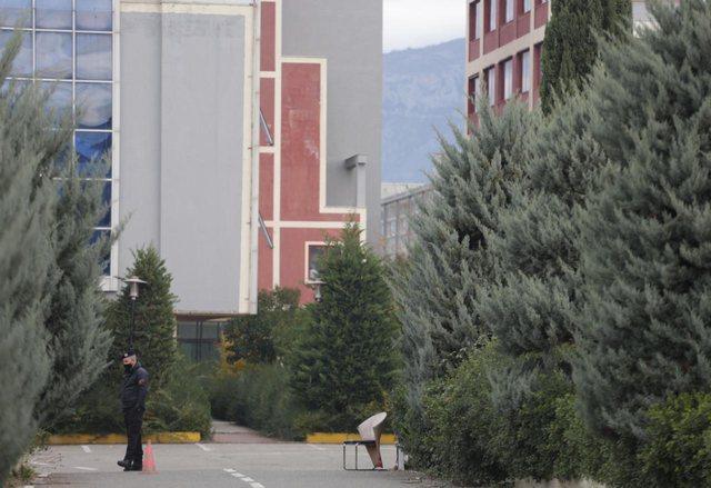Foto/ Çfarë po ndodh te spitali Covid-4? Ja pamjet nga godina!