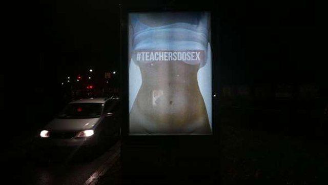Fotografitë nudo të mësuesve para shkollës/Artisti italian
