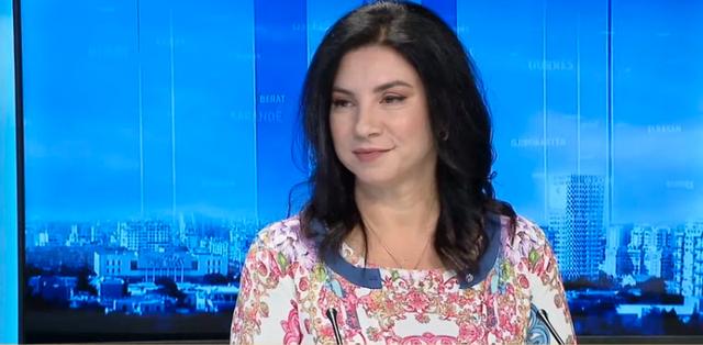 Rudina Xhunga: Këtë vit festo shqip!