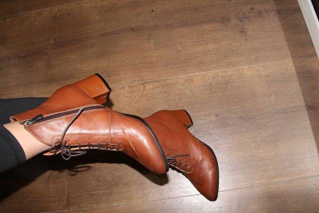 Për festa dhuro dhe vish këpucë shqiptare nga punishtja