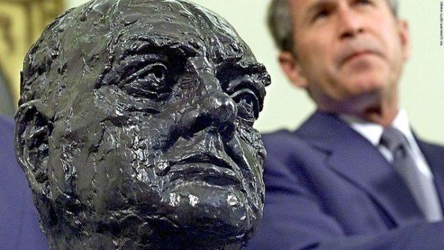 Biden heq bustin e Winston Churchill nga Zyra Ovale!