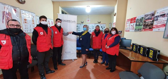 Banka Credins mbështet Kryqin e Kuq Elbasan