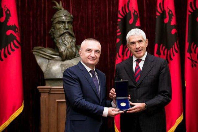 """Ilir Meta dekoroi një nga """"mafiozët"""" e përgjimeve"""