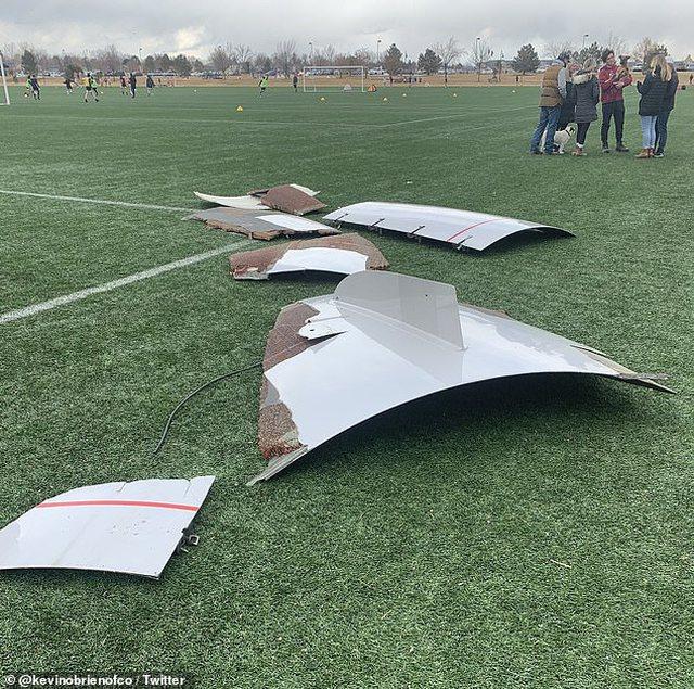 Foto/ Avioni merr flakë në fluturim, manovra e pilotit shpëton