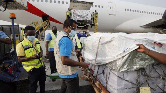 Gana vendi i parë në botë, që merr vaksína