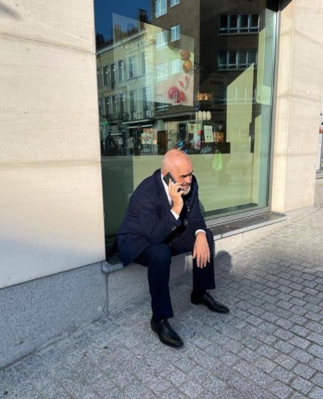 Rama nxjerr foton nga Brukseli: Alo! Ça ka nai gjo anej?