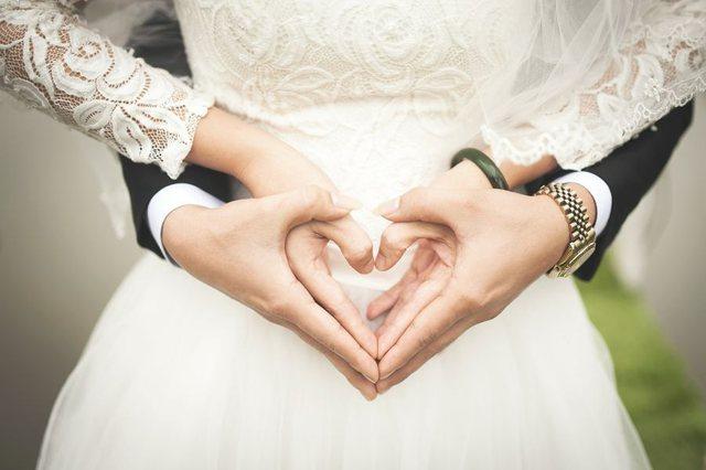 Bie numri i martesave/ Pandemia shtyn planifikimet e shtatzënisë pas