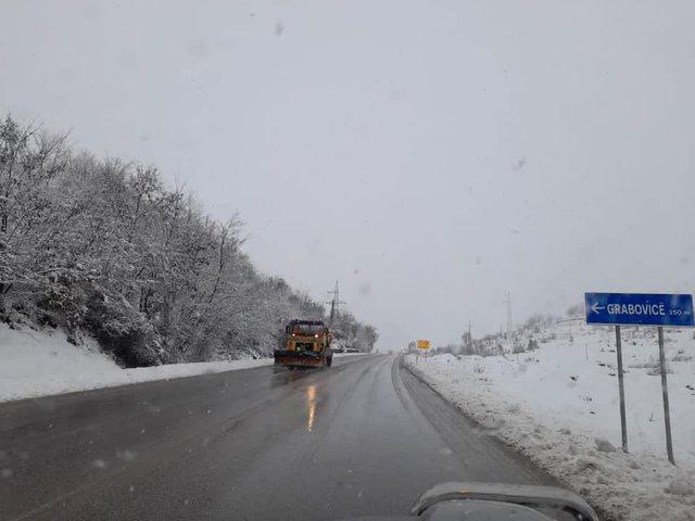 Reshjet e dëborës shkaktojnë problem me qarkullimin. Ja gjendje e