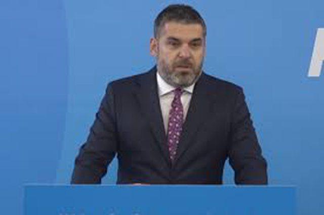 Kastrati tallet me Osmanin, komentuesit kërkojnë shkarkimin e tij nga