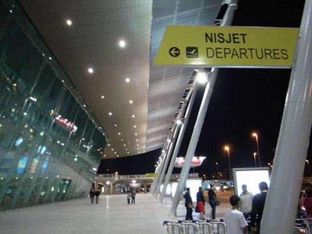 Shoqërohen në polici 25 kontrollorë të Aeroportit të