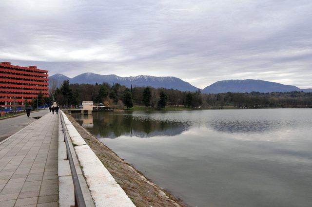 Nis rikonstruksioni i portës së digës së Liqenit Artificial,