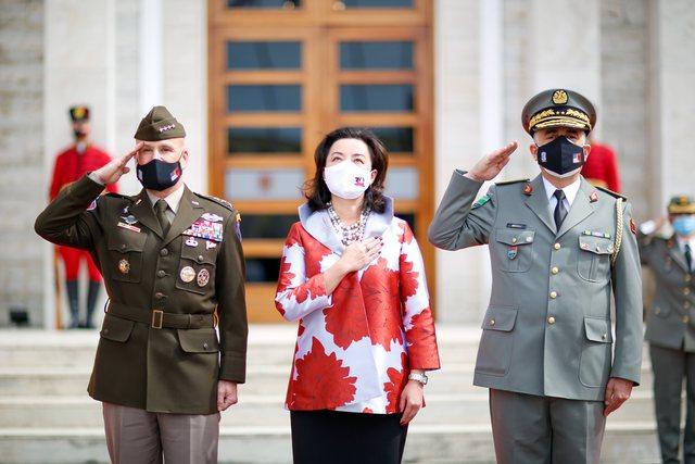 Ambasada e SHBA i uron mirëseardhjen gjeneralëve që do të