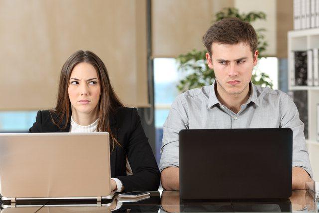 Si të punoni me dikë që nuk e pëlqeni!
