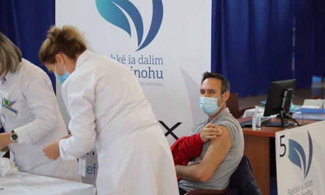 Osmani: Presidenti Biden dhuron vaksina për Kosovën!