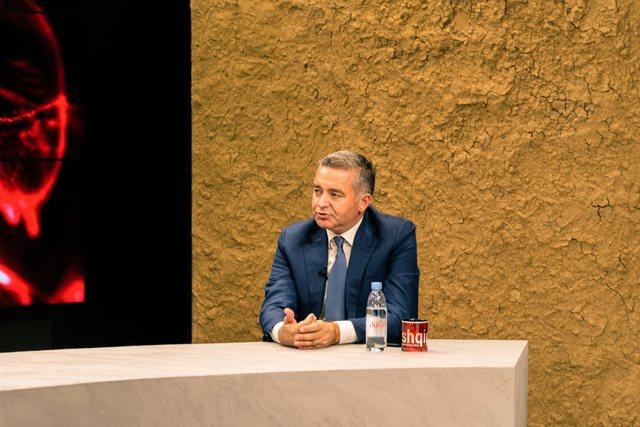 Ministri Klosi: Sot në Shqipëri një kamerier paguhet më