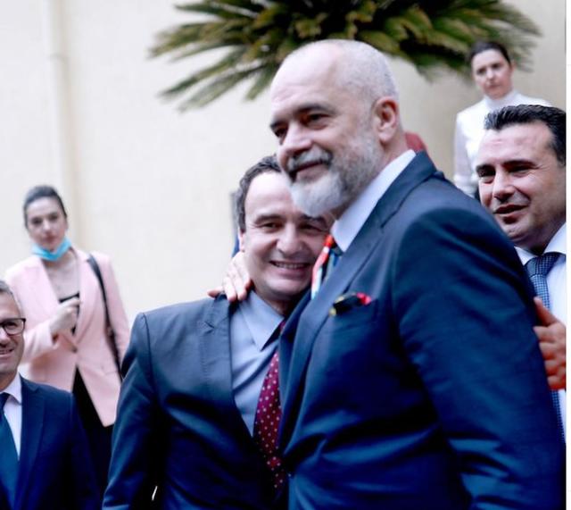 Foto/ Rama-Kurti të përqafuar në Samitin e liderëve të