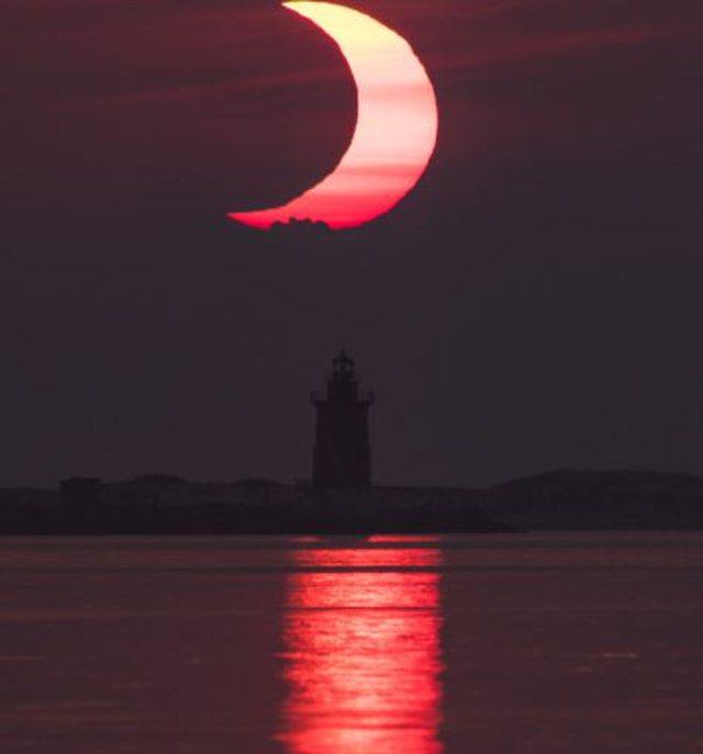 Foto/ Pamje magjepsëse të kapura dje, gjatë eklipsit të