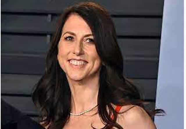 Ish-gruaja e Jeff Bezos dhuron 2.74 miliardë dollarë për