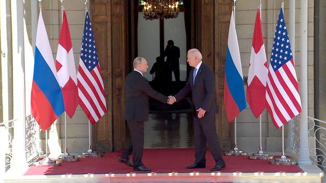 Foto/ Momenti kur Biden dhe Putini takohen në Gjenevë