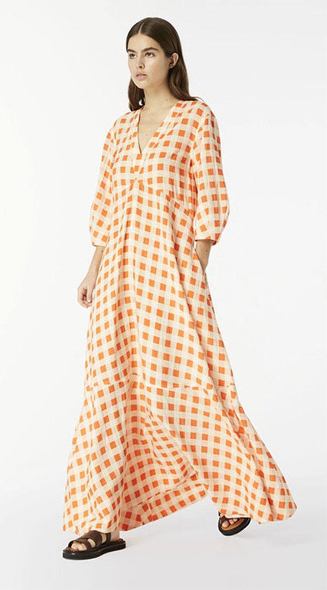 Gingham, fjala e modës së kësaj vere. Ja 32 modele fustanesh!