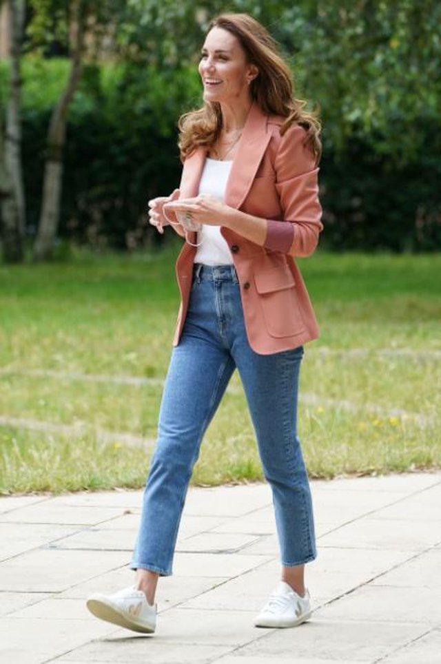 Foto/ Një ide nga Kate Middleton si të visheni nëse do të