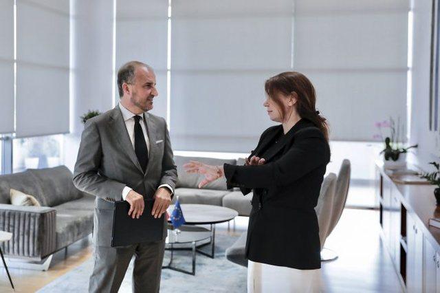 Ambasadori Soreca takon kryetaren e KLGJ: Fjala kryesore është