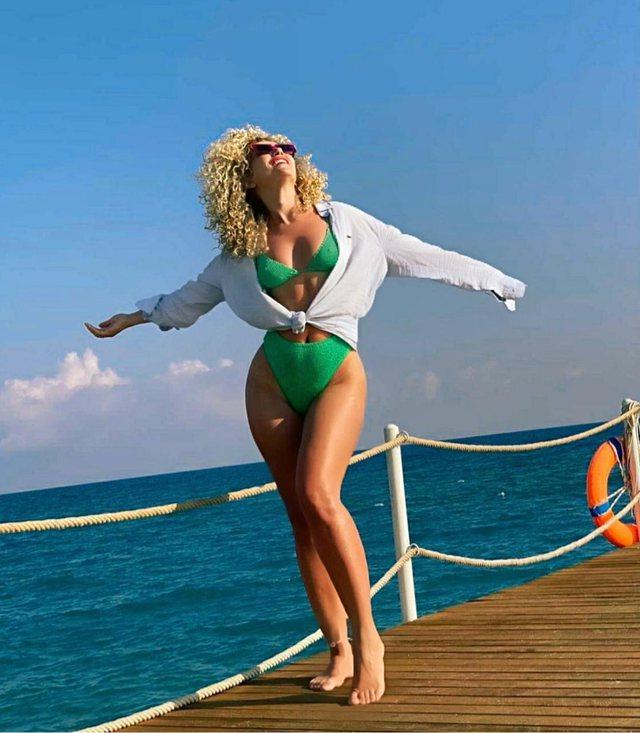 Këto bikini janë trendi i verës/ As vajzat e famshme shqiptare