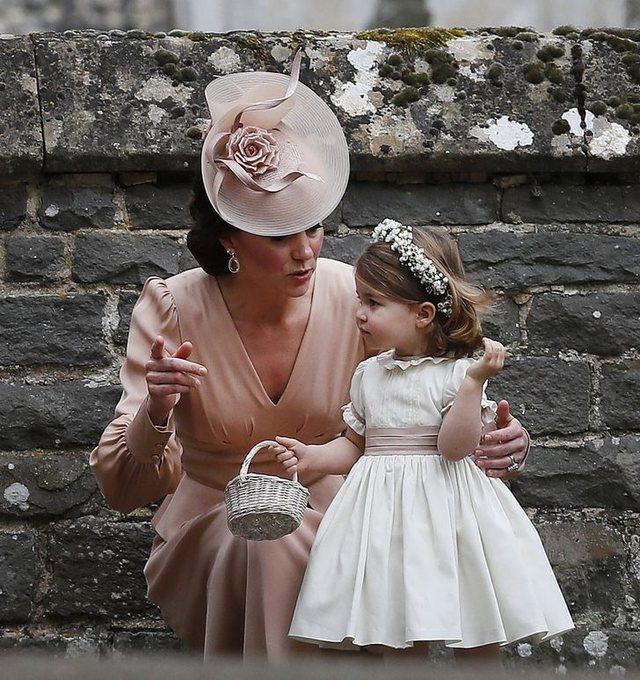 Foto/ Ja 8 momentet kur Kate Middleton veshi të njëjtat ngjyra me