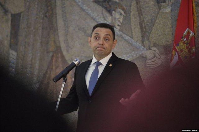 Ministri serb fyen presidenten e Kosovës: Sikur të kishte fytyrën