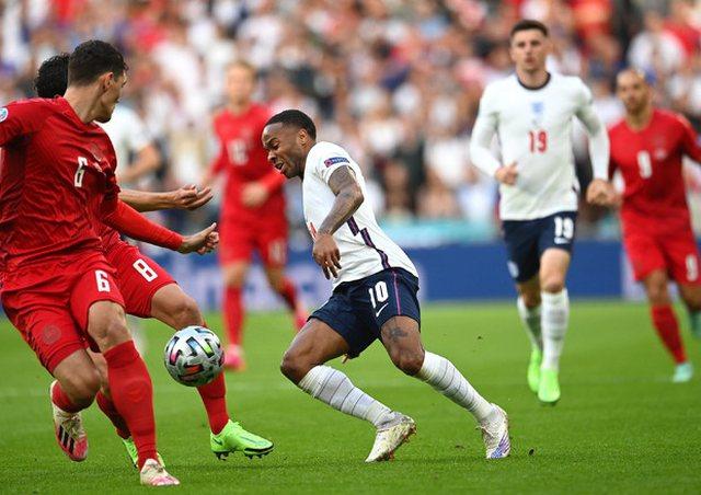 Autogoli çon në barazim ndeshjen Danimarkë-Angli!