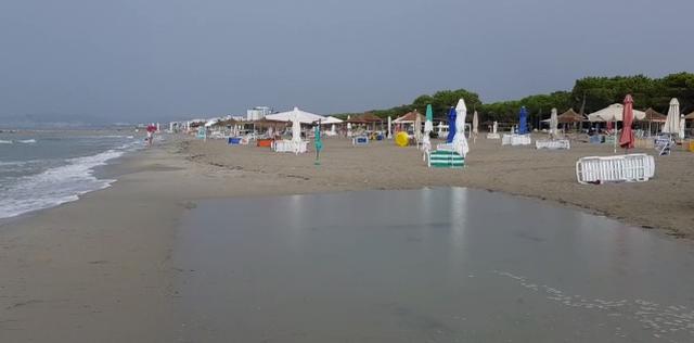 Shiu në të gjithë vendin prish pushimet në bregdet!