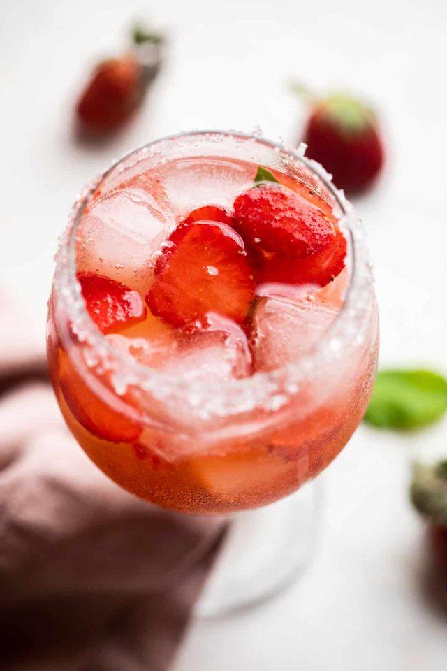 Ja receta për të gjetur freskinë në një gotë