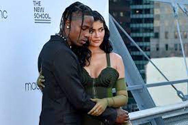 Kylie Jenner shtatzënë për herë të dytë
