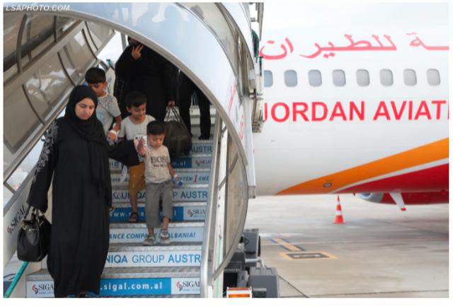 130 shtetas afganë, mbërrijnë në Kosovë!