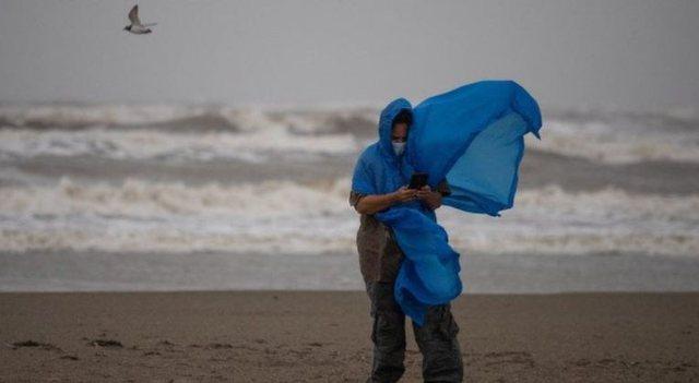Stuhi tropikale dhe uragane godasin sërish në SHBA!