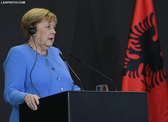 Angela Merkel: Zhgënjim nëse BE nuk mban fjalën për hapjen e