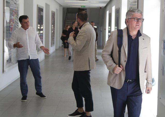 Foto/Pas debatit me Bashën, Flamur Noka përplaset me Ervin Salianjin!
