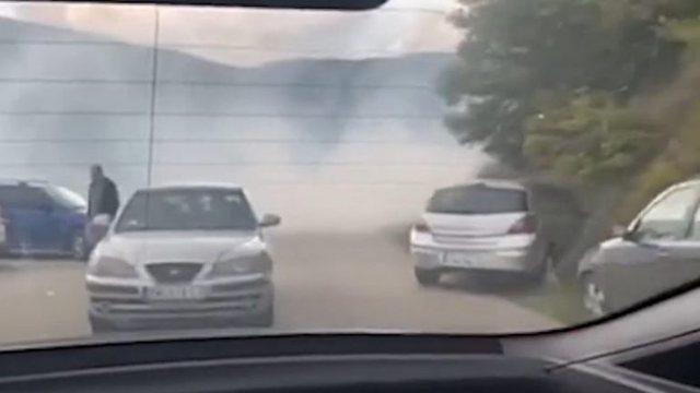 Bllokimi i rrugëve në Veri të Kosovës, policia ndërhyn