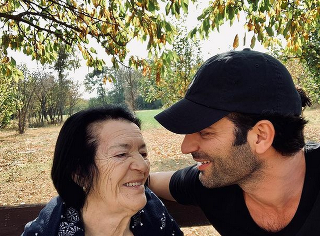 Ramë Lahaj kujton nënën e ndjerë: Dushku prej ari duket i