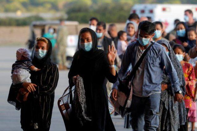Gjyqtarë, gazetarë dhe shkencëtarë, Izraeli evakuon