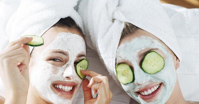 5 maska pranverore për fytyrën, që mund t'i përgatisni