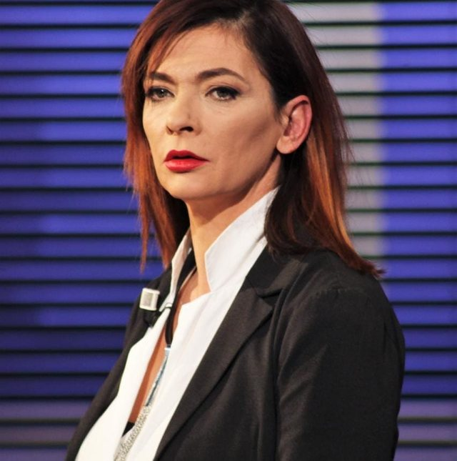 Ema Andrea: Në Shqipëri po të qeshësh në mëngjes