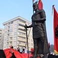 Monumenti i Skënderbeut në Prizren- Marrëzi artistike &