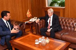 Negociatat/ Zaev tenton të minojë tryezën shqiptare para
