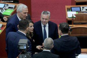 Ulja e pragut/ A po shkon opozita parlamentare drejt një koalicioni elek...
