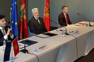 Mali i Zi/ Abazoviç përplaset me proserbët: Kërkon të