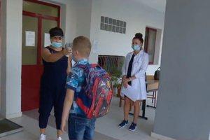 Alarmi/ Koronavirusi futet në shkolla, infektohen mësues dhe