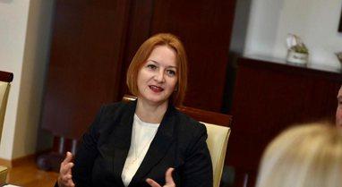 Raporti i Moody's, ministrja Denaj sulmon opozitën dhe gjen