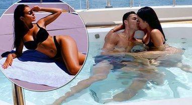Me bikini në prehrin e tij, Cristiano publikon foton intime me Georgina-n