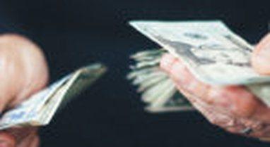 Shqiptarët po marrin borxh për të shlyer borxhet